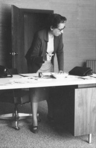 Arendt at desk